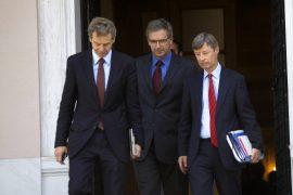 Με 7 φορολογικά μέτρα και κίνδυνο για μείωση μισθών στο Δημόσιο η επιστροφή των δανειστών