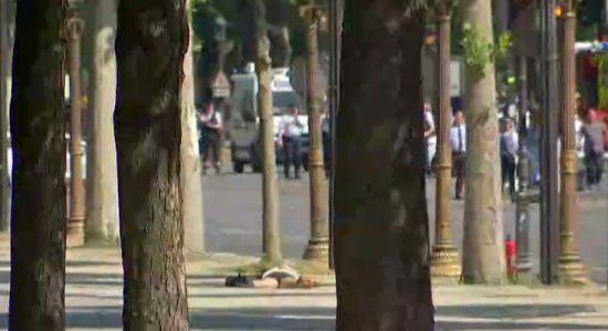 Οπλισμένος ο άνδρας που έπεσε με αυτοκίνητο πάνω στο βανάκι της αστυνομίας
